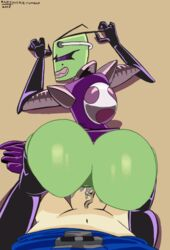 1boy 1girl animated antennae ass_bounce ass_focus ass_up bald brown_background clothed dat_ass dib doggy_style faceless_male gif gloves green_skin insectoid invader_zim labia penetration penis purple_eyes raftyverse tak thighhighs veiny_penis wide_hips
